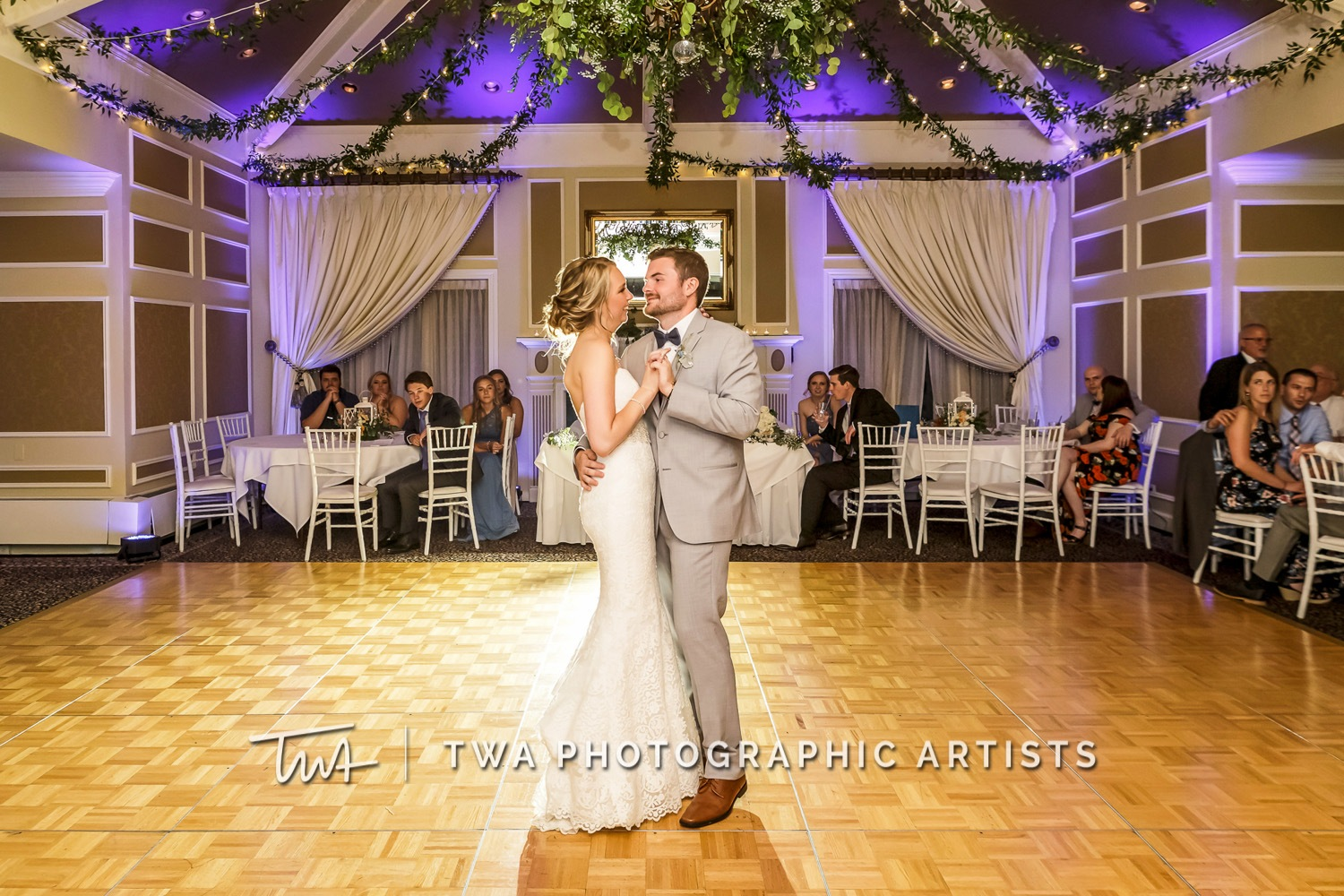 Chicago-Wedding-Photographer-TWA-Photographic-Artists-St.-Charles-CC_Wallschlaeger_Starks_MC_DR-092_1118
