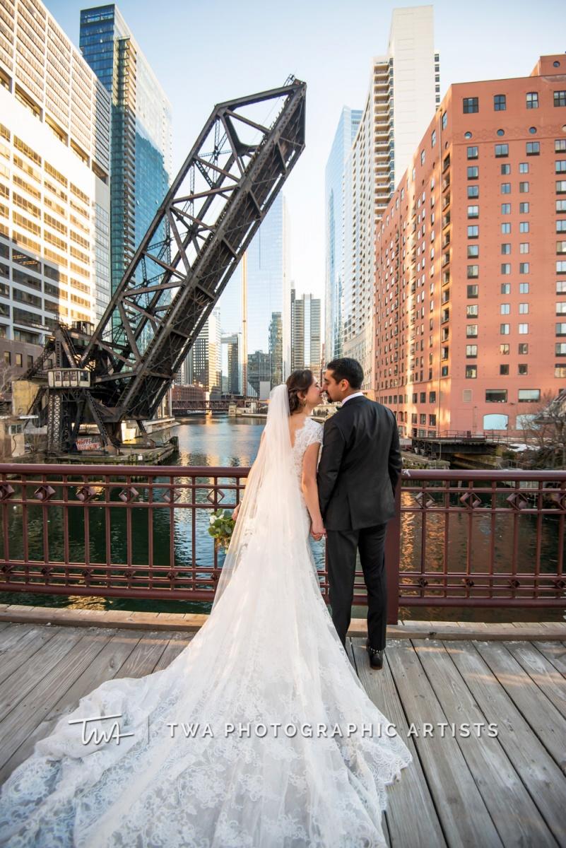 Chicago-Wedding-Photographer-TWA-Photographic-Artists-Harold-Washington-Library-Winter-Garden_Early_Moreno_KH_ES-0602