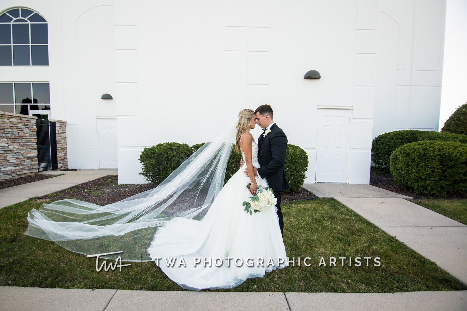 Chicago-Wedding-Photographer-TWA-Photographic-Artists-DiNolfo_s-Banquets_Augustine_Evans_MJ_WK-1041