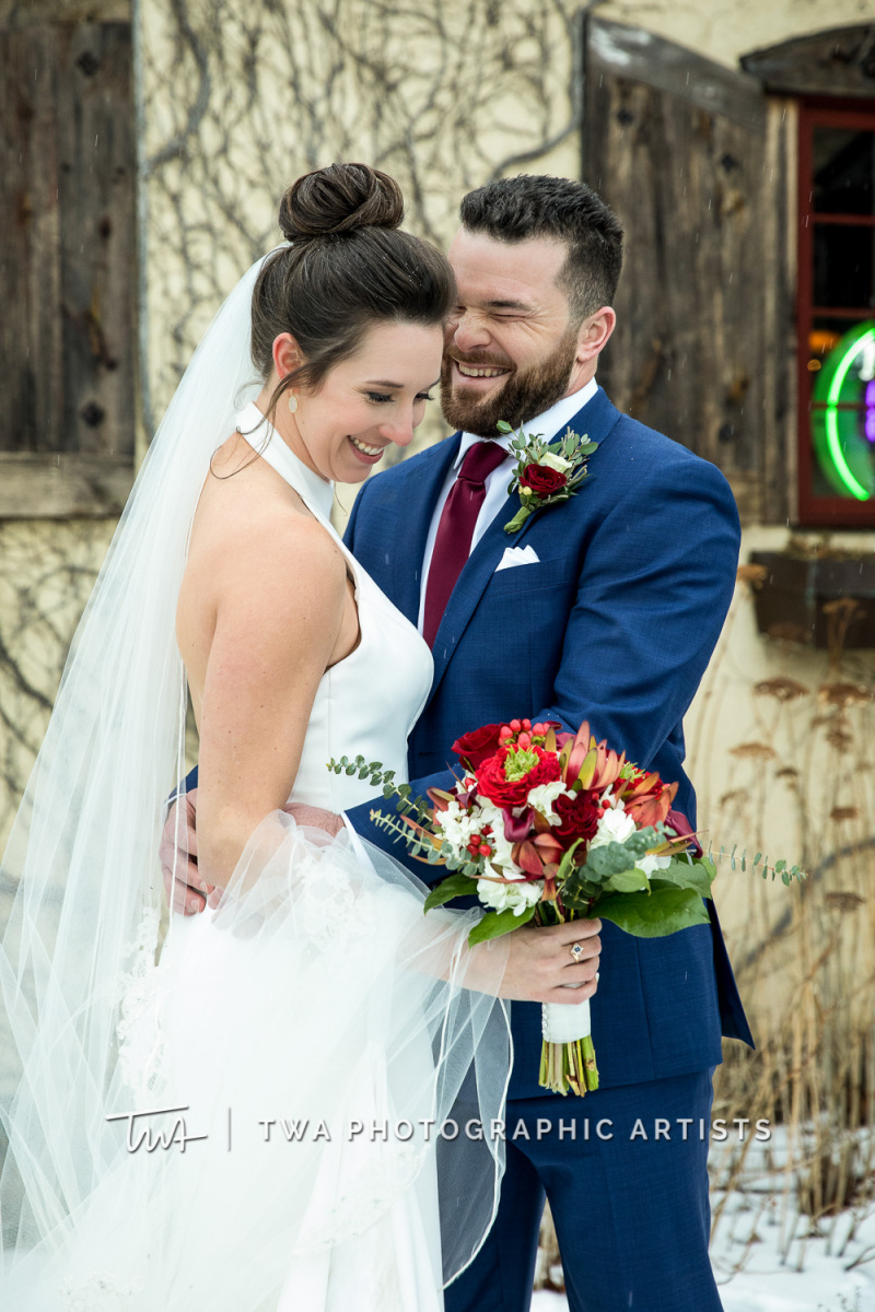 Chicago-Wedding-Photographers-Onion-Pub-and-Brewery_Sherry_Weiner_JA-0680