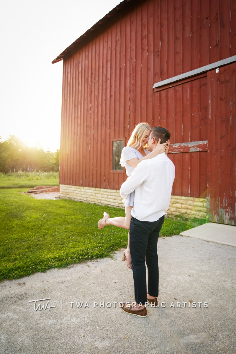 Chicago-Wedding-Photographer-TWA-Photographic-Artists-Riverview-Farmstead_Gacek_Thimmig_JC-050