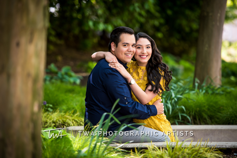 Chicago-Wedding-Photographers-Millennium-Park_Rodriguez_Calzada_LF-003