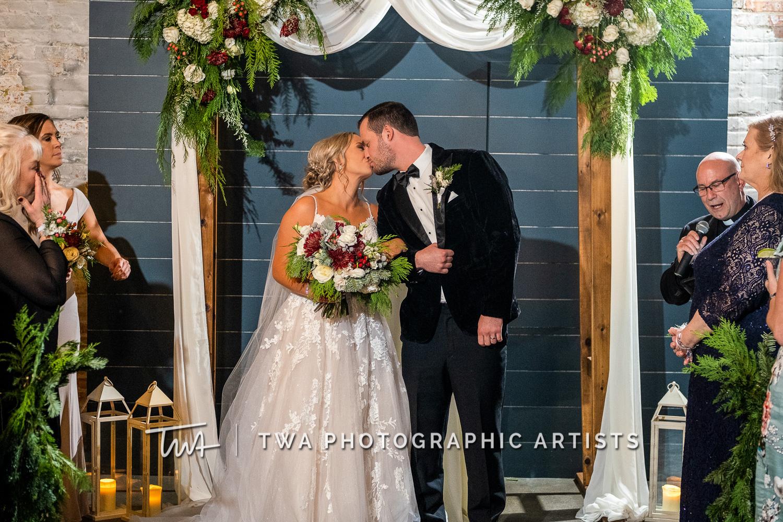 Chicago-Wedding-Photographers-Sanctuary-Events_Onderisin_Zander_ZZ_TL-0556