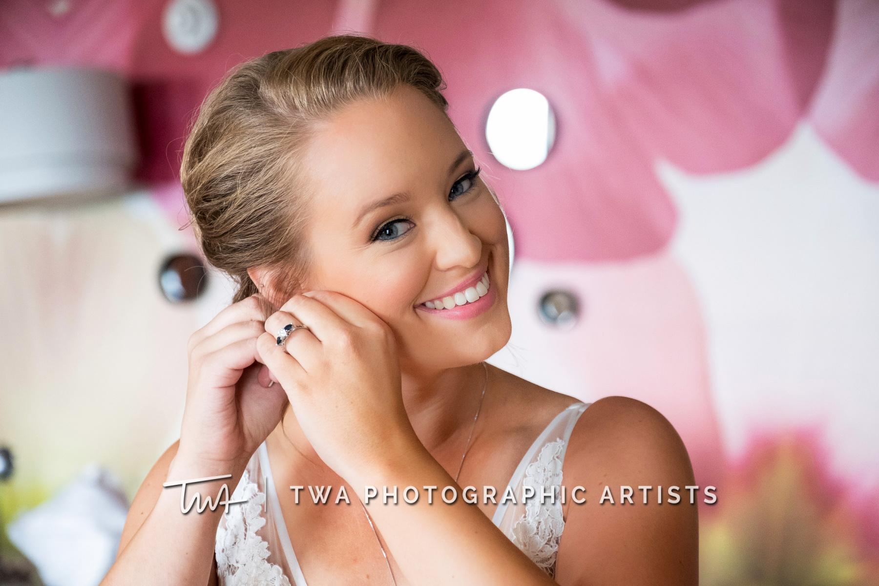 Chicago-Wedding-Photographers-Renaissance-Hotel_Hohensee_Fleishman_JG_DK-008-0097