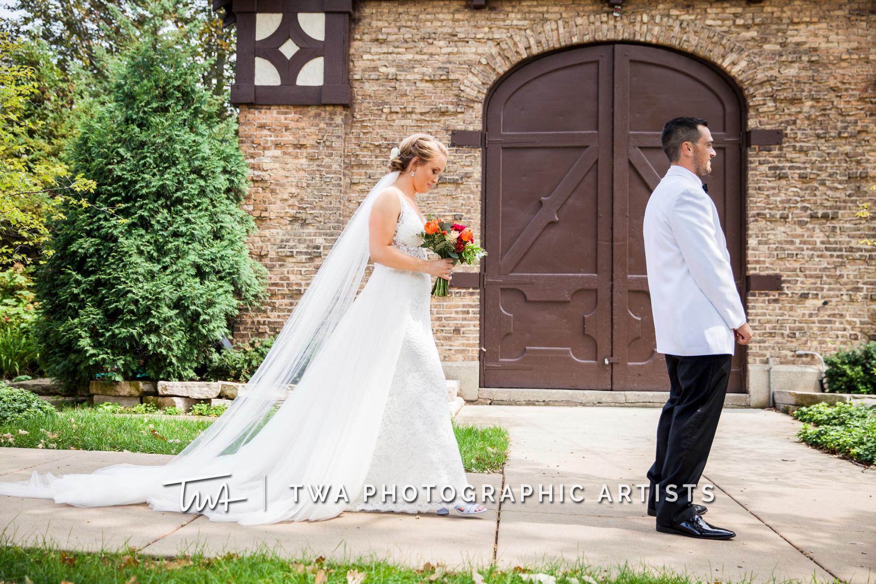Chicago-Wedding-Photographers-Renaissance-Hotel_Hohensee_Fleishman_JG_DK-011-0987