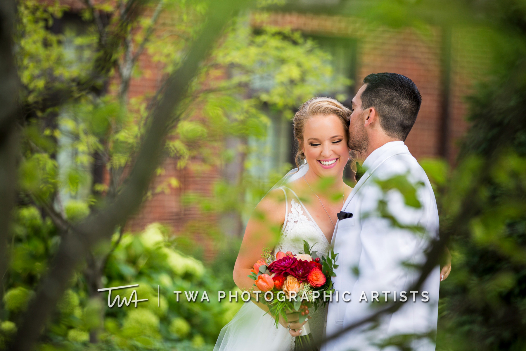 Chicago-Wedding-Photographers-Renaissance-Hotel_Hohensee_Fleishman_JG_DK-015-1011