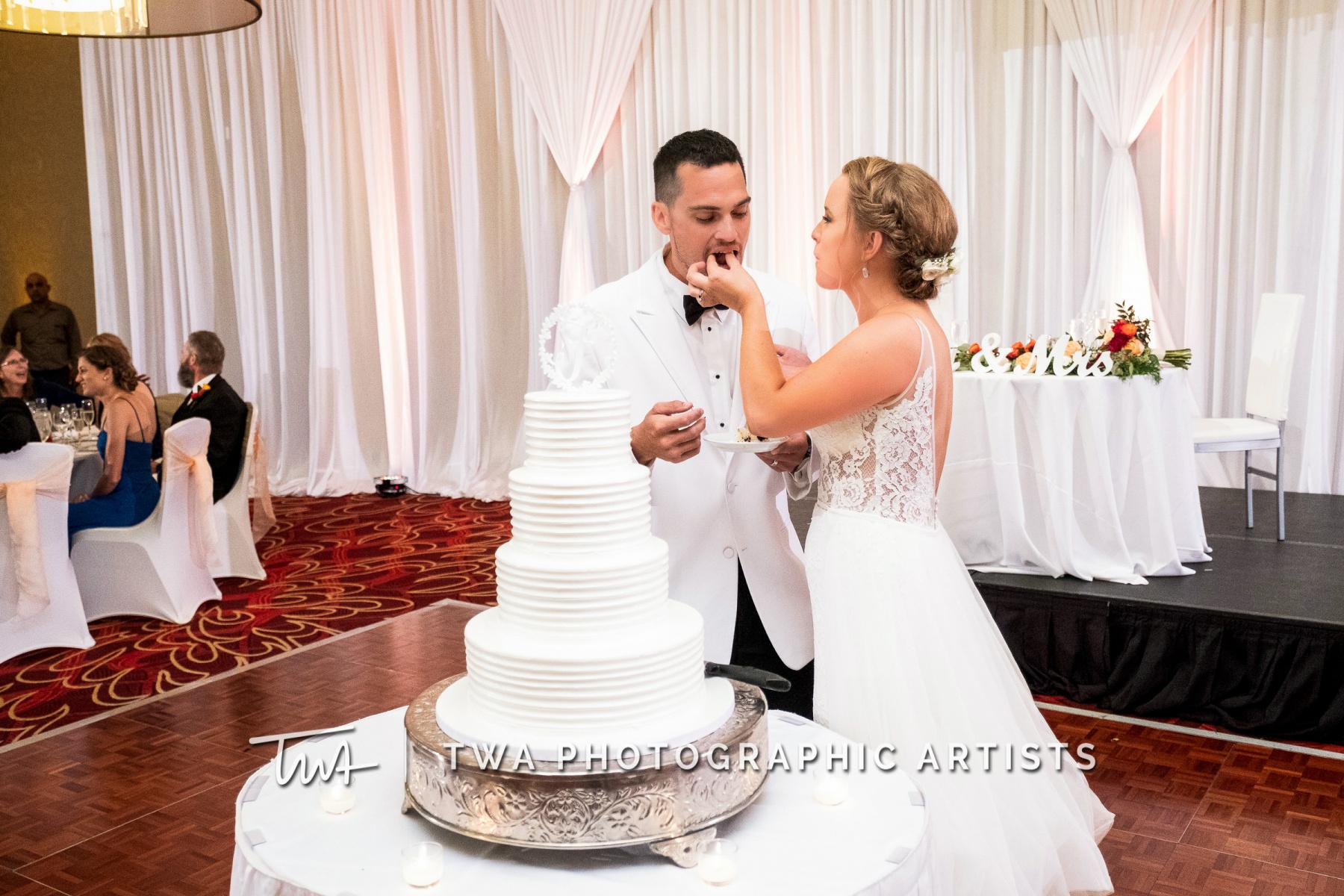 Chicago-Wedding-Photographers-Renaissance-Hotel_Hohensee_Fleishman_JG_DK-074-0492