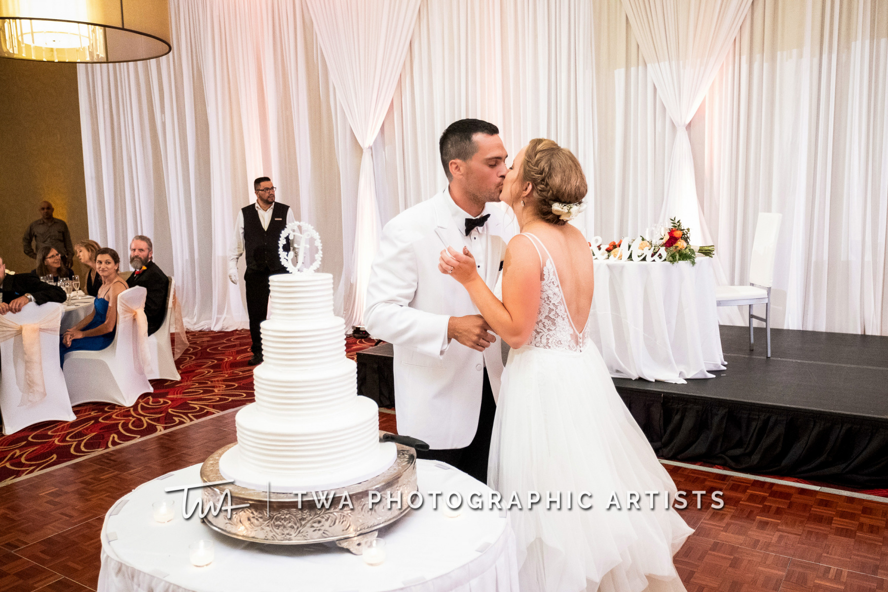Chicago-Wedding-Photographers-Renaissance-Hotel_Hohensee_Fleishman_JG_DK-075-0499