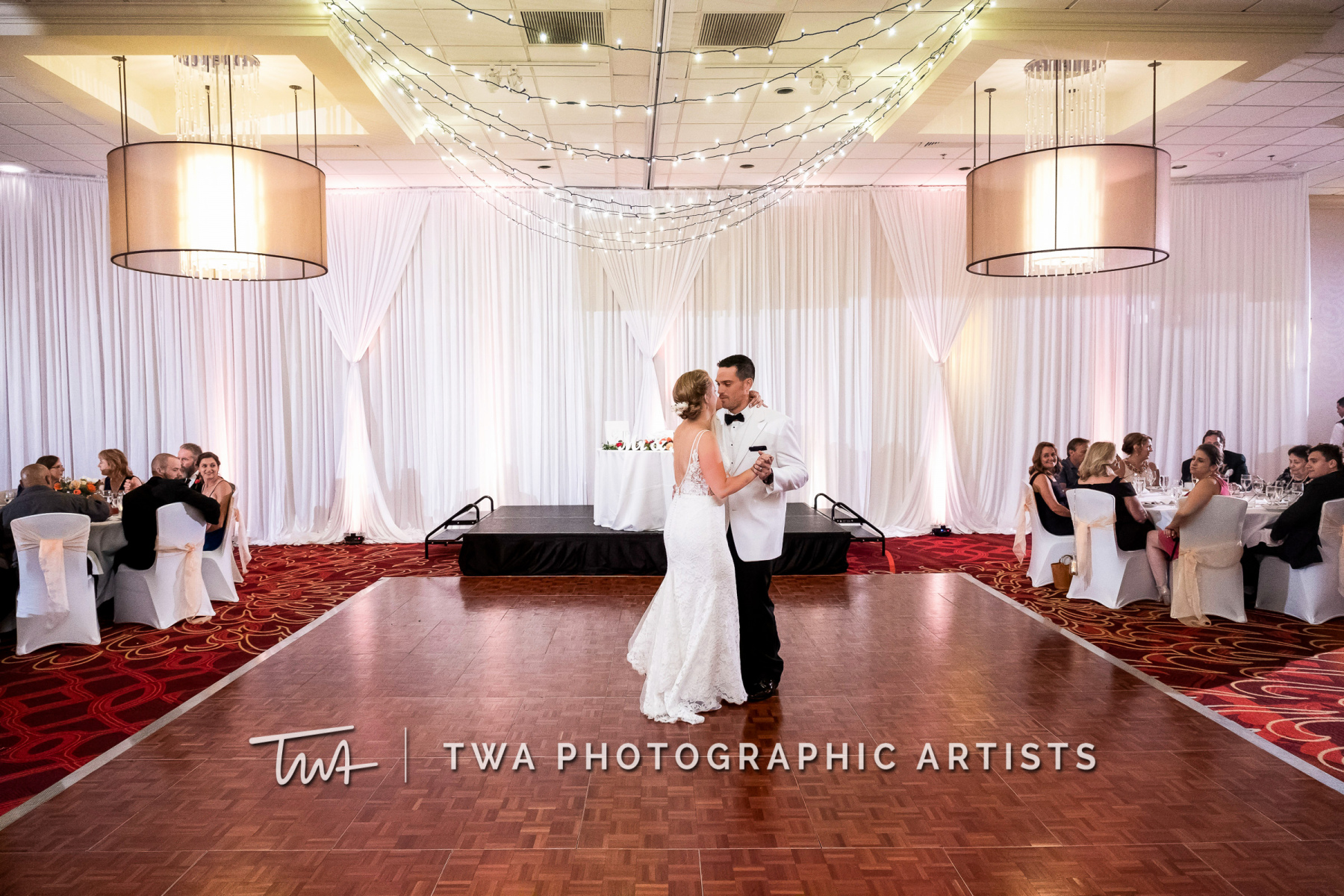 Chicago-Wedding-Photographers-Renaissance-Hotel_Hohensee_Fleishman_JG_DK-080-0585