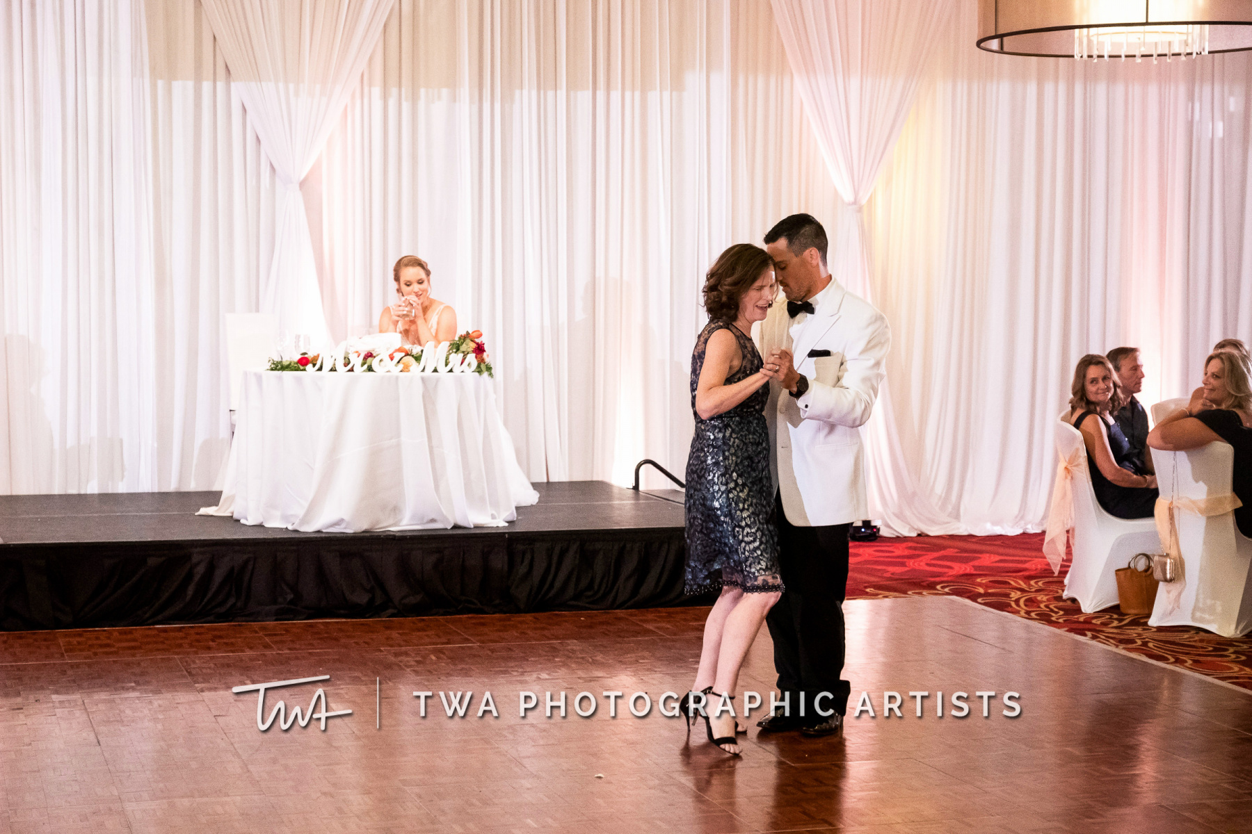 Chicago-Wedding-Photographers-Renaissance-Hotel_Hohensee_Fleishman_JG_DK-082-0631