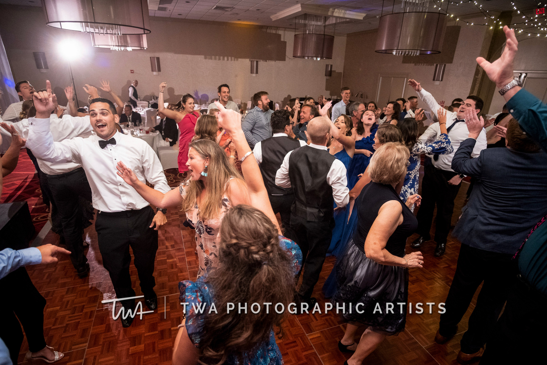 Chicago-Wedding-Photographers-Renaissance-Hotel_Hohensee_Fleishman_JG_DK-084-0674