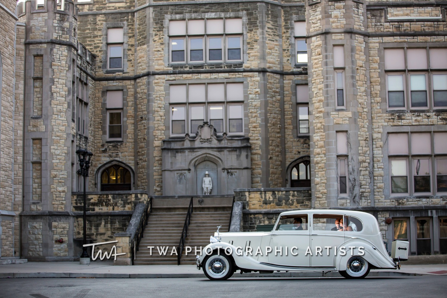 Chicago-Wedding-Photographer-TWA-Photographic-Artists-Haley-Mansion_Graves_Moffett_JM-027_0408