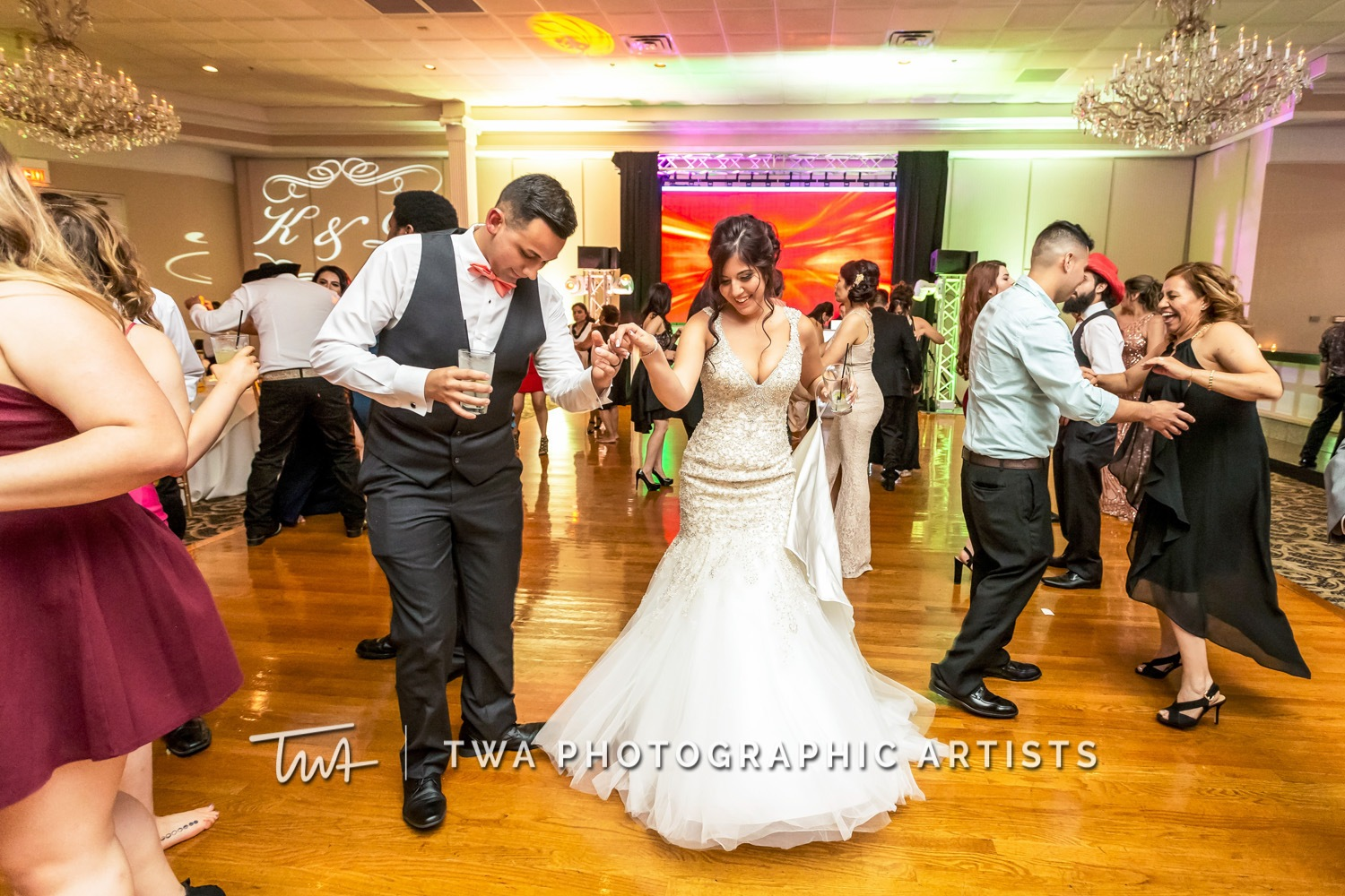 Chicago-Wedding-Photographer-TWA-Photographic-Artists-Abbington-Banquets_Carrillo_Carbajal_MiC-0980