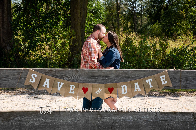 Chicago-Wedding-Photographers-Riverview-Farmstead_Dillie_Gerritsen_JC-038