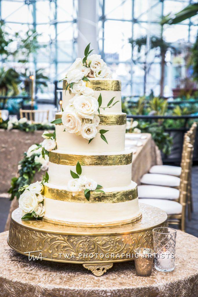 detail photo of wedding cake