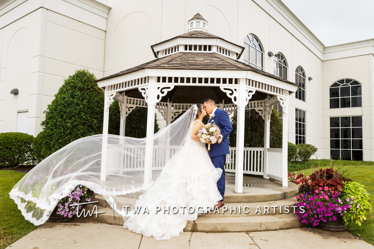 Weddings at DiNolfo's Banquets of Homer Glen | TWA Photographic Artists | Chicago Wedding Photographers